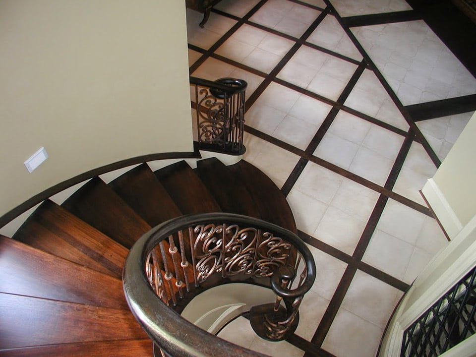 Curved Stairs with Metal Baluster