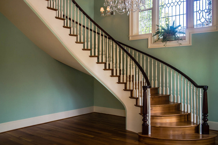 Curved Stairs with Wooden Baluster