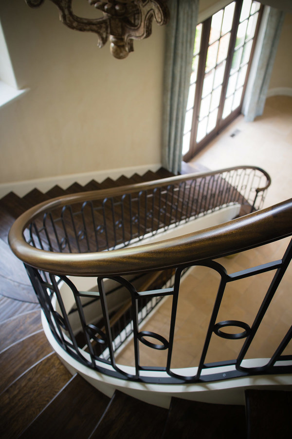 round staircase, wrought iron handrail